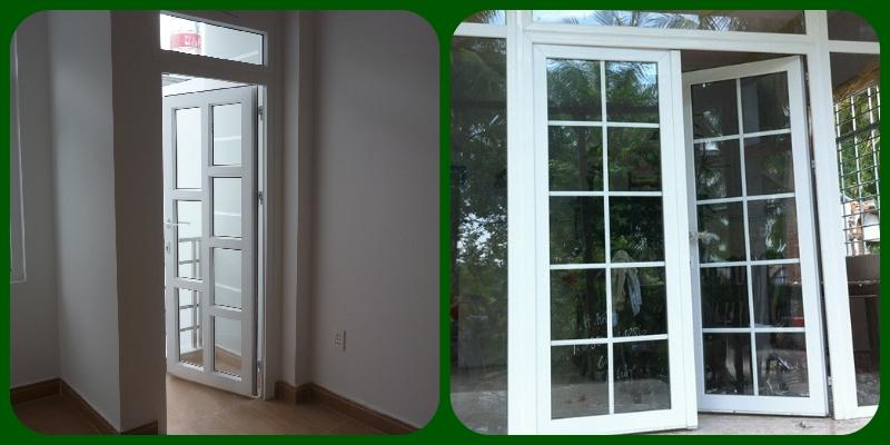 Hình ảnh cửa sử dụng thanh đố chia ô (trái) và nan trang trí (phải)