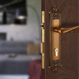 Khóa cửa gỗ Vickini bằng đồng