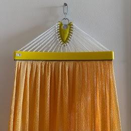 Lưới võng màu vàng